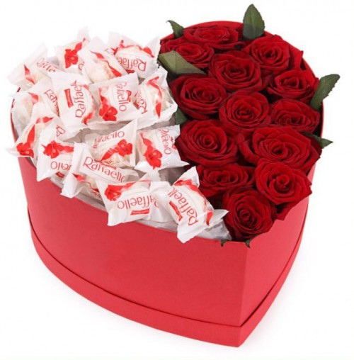 cutia-cu-trandafiri-si-rafaello